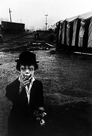 http://lostinthemood.files.wordpress.com/2011/01/artwork_images_89028_303864_bruce-davidson.jpg